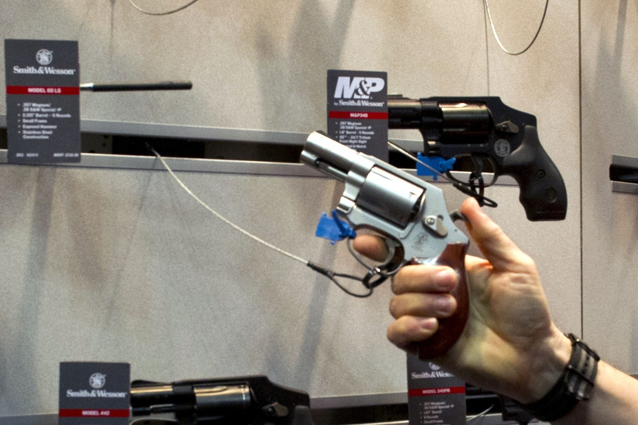 smith-wesson-boosts-outlook-as-gun-demand-trends-improve.jpg